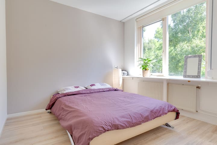 bedroom with a 1.40 meter bed