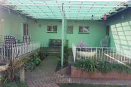 5 bedroom house in good area in quiet street. - Vanderbijlpark