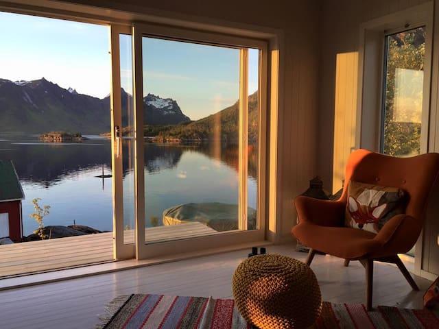 Feriehus ved Raftsundet i Lofoten og Vesterålen.