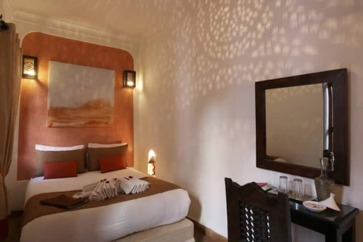 "Traditional Riad with hammam - ""Earth"" room"