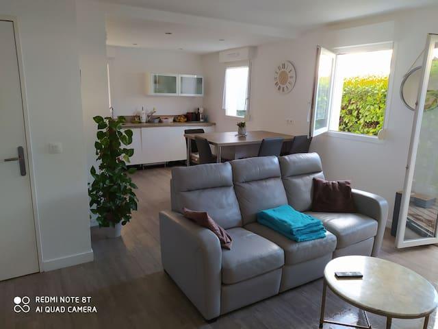 Logement cosy avec terrasse