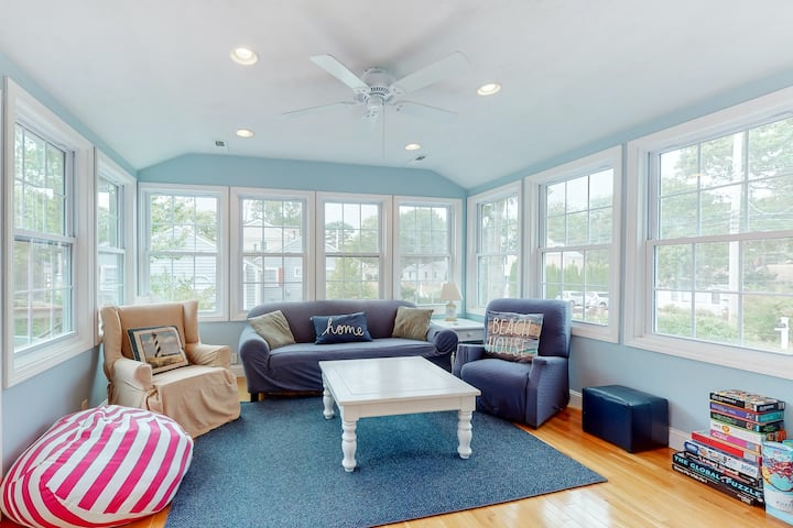 Calming cottage near the beach w/ private gas grill, large deck & great location