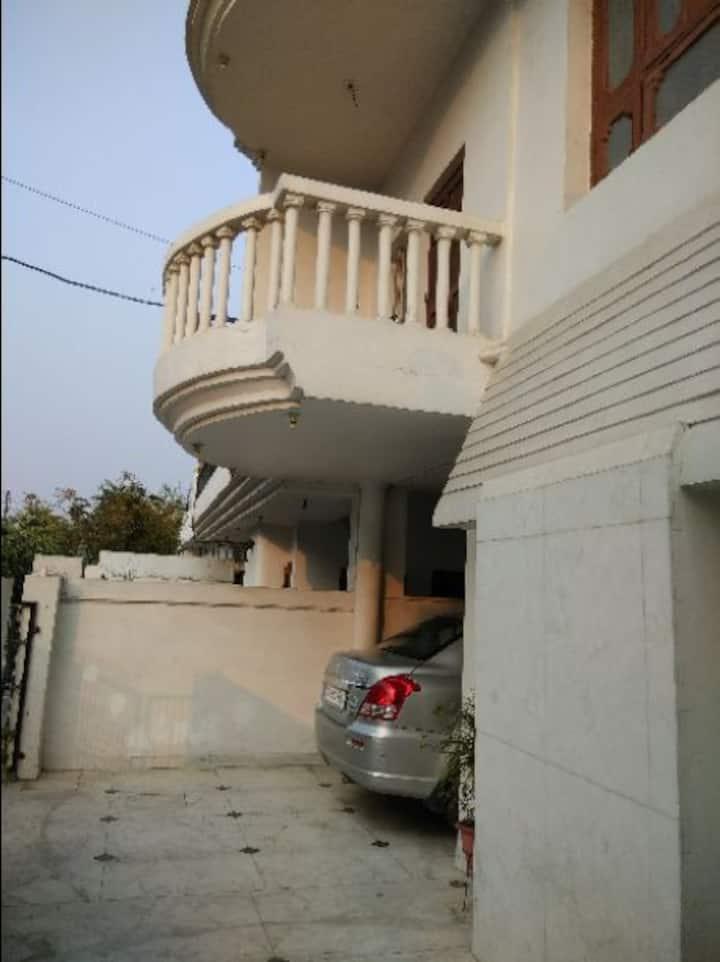 IndptSafeAC Room Fridge RO Nr Taj Hotl Gomti Ngr.