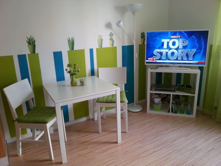 Dining area, TV