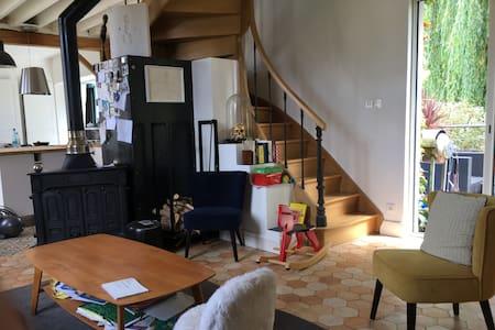 Maison sous le signe de l'art et de la verdure