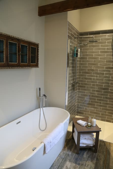 Luxurious Free standing bath and walk in shower ensuite