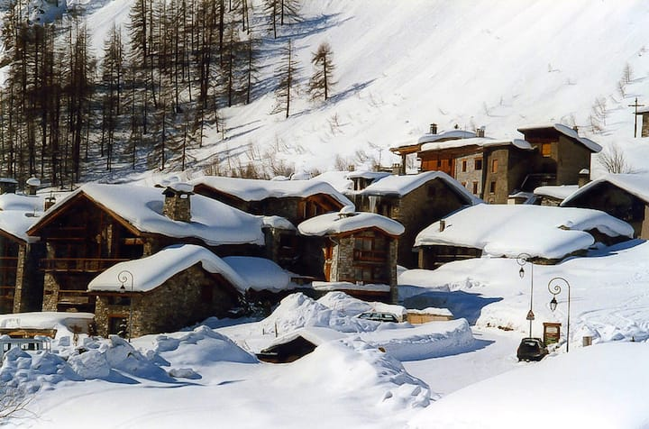 Apartment with one bedroom in Val-d'Isère, with wonderful mountain view and WiFi - 10 m from the slopes