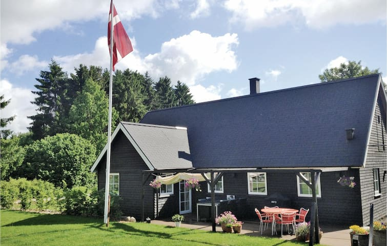 Holiday cottage with 3 bedrooms on 110m² in Borup