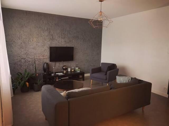 Chambre privée dans appartement spacieux 77m2