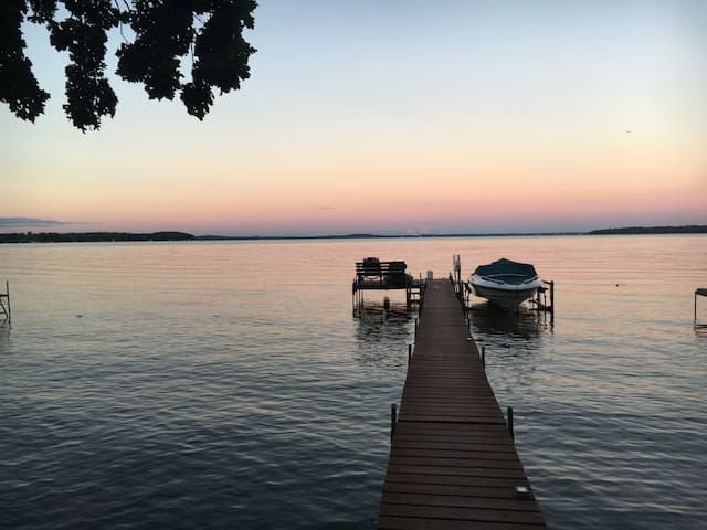 Madison Lake Side Retreat Centrally located - Middleton - Huis
