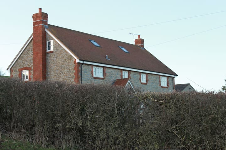 Spacious Farmhouse set in beautiful countryside - Sherborne - Talo