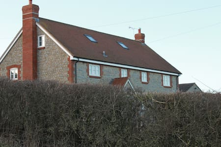 Spacious Farmhouse set in beautiful countryside - Sherborne - Hus