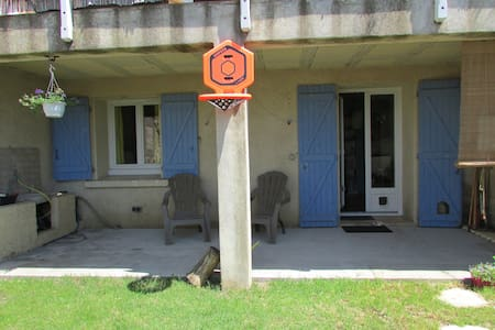 Joli rez de jardin coeur village - Servian