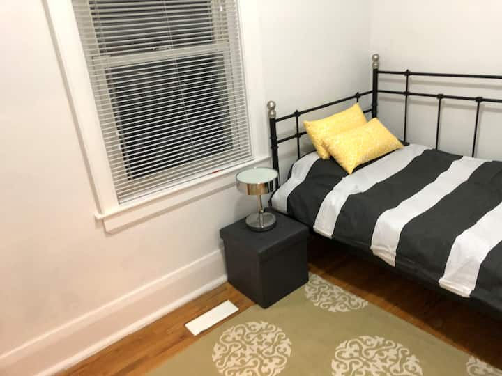 Affordable little,comfy room in Central Oshawa