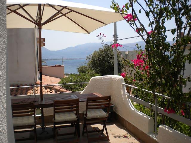 Casa Bouganvillea,garden,sea view - Isola delle Femmine - House