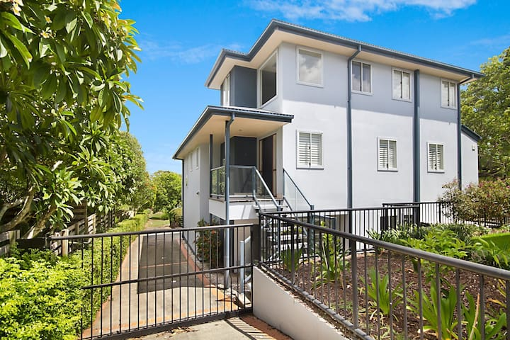 Hidden Gem in Coolangatta - Huge pet friendly beach house!