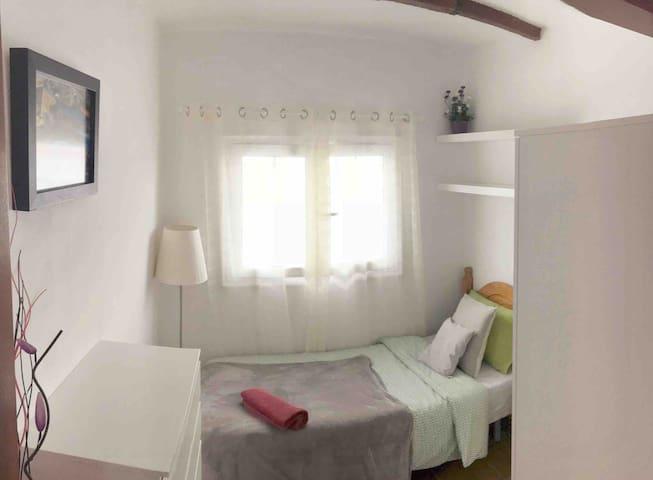WIFI cozy single bedroom in TENERIFE SOUTH