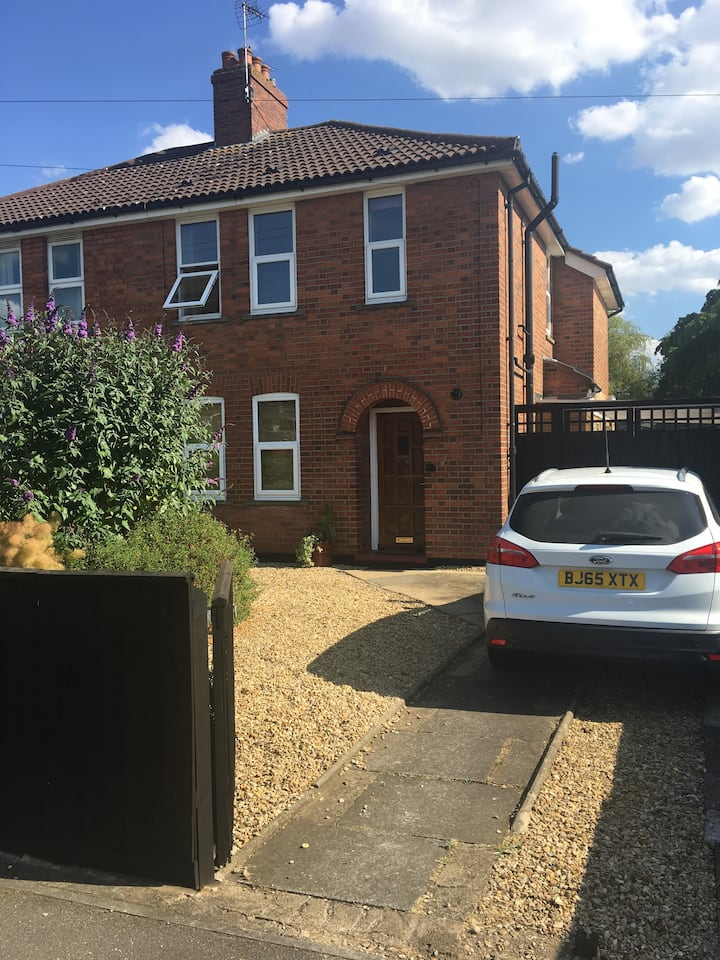 Clean double room 3km from center of Peterborough