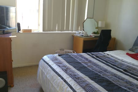 Private Bedroom Close 2 AKL Airport - Auckland - House