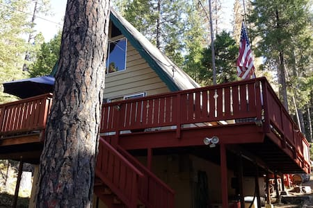 Dog friendly 2BR Cabin W/Loft, sleeps 9 - Arnold