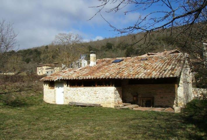 Preciosa Cabaña en una impresionante aldea - Linares - Hus