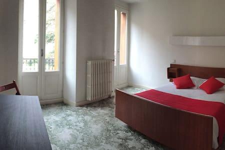 Chambre double avec vue sur les Pyrénées - Bed & Breakfast