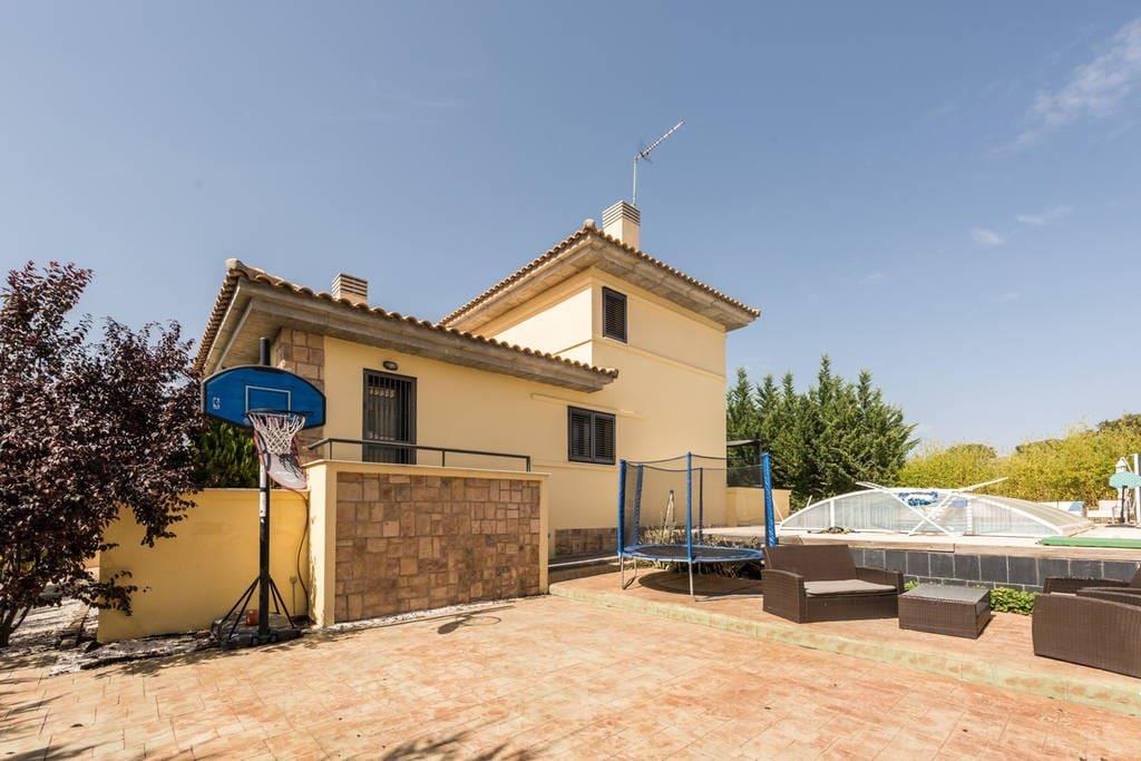 Chalet con jard n y piscina privada 4hab casas en for Alquiler chalet piscina privada comunidad valenciana
