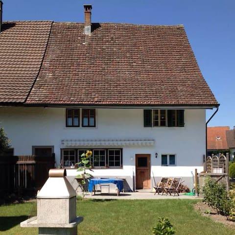 Gemütliches Zimmer zwischen Zürich und Winterthur - Grafstal - Casa