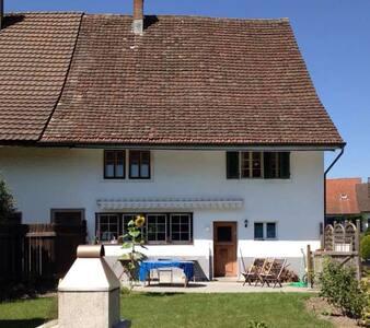 Gemütliches Zimmer zwischen Zürich und Winterthur - Grafstal - House