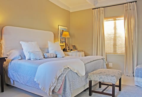 Three Beautiful Island Guest Suites (Room No.1)