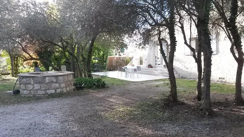 Chambre calme ds villa à 15mn d'Aix - Simiane-Collongue - Maison
