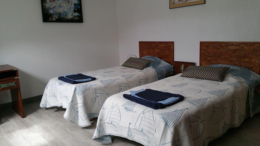 2 chambre à 2 lits de 90