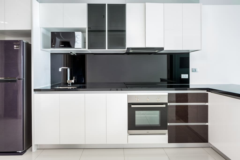 Ultramodern kitchen, fully equipped with oven, microwave, toaster, etc..