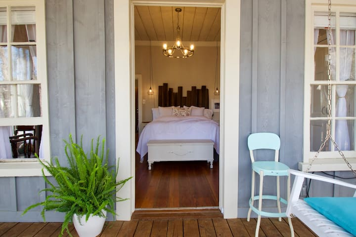 *Historic*Charming*Magical*The Schoolhouse Cottage