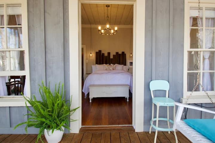 Schoolhouse Cottage - A Soothing, Secluded Retreat