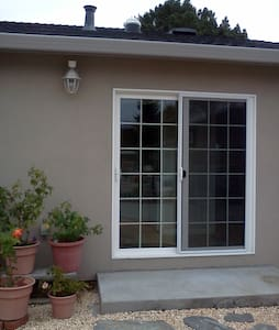 Private room with big yard, and 10 minutes to Bart&Caltrain station by walking,10 minutes drive to SFO,15 minutes walk to downtown enjoying all kinds of delicious food!