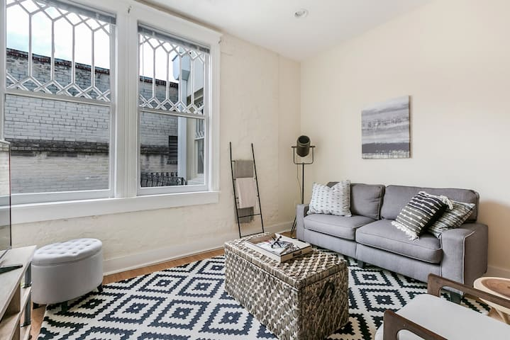 Airy 1BR in Arts/Warehouse District by Sonder