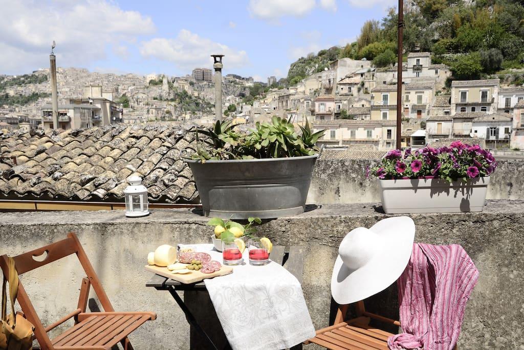 Casa borgo monserrato case in affitto a modica sicilia for Case in affitto a modica arredate