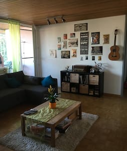Big Room in a stress-free Rock'n'Roll Appartement - Schüpfen - 公寓