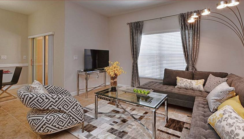 AMAZING NEW HOME! PROFESSIONALLY DECORATED