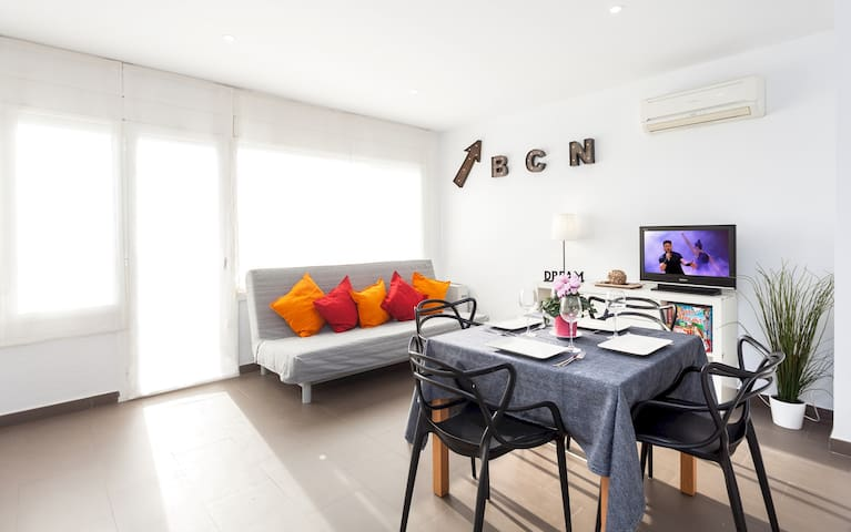 CAMI RAL - STYLISH  PENTHOUSE - 2 private terraces and BBQ -  Beach and train station 4 min walking - BARCELONA 30 min