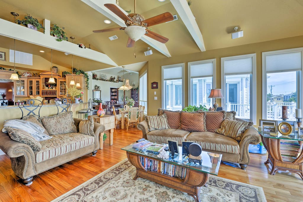 This home offers 5 bedrooms, 4 full bathrooms, and 2 half baths.