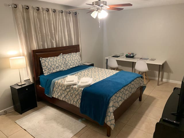 Cozy room near Universal Studios!!