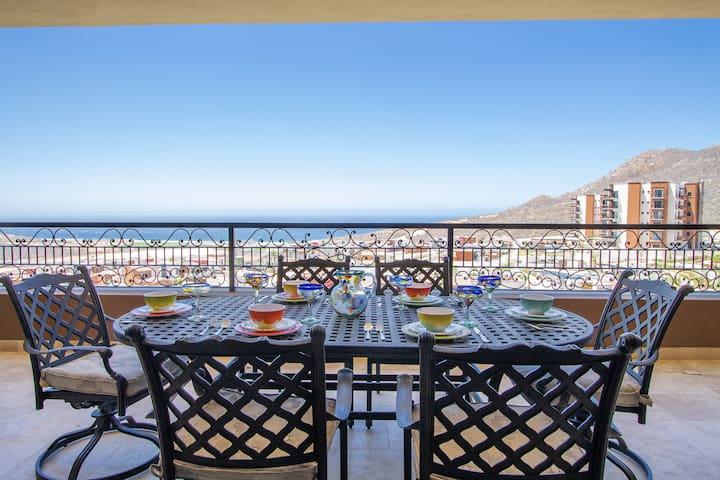 Cabo 5th Floor condo with 2 Ocean view suites!