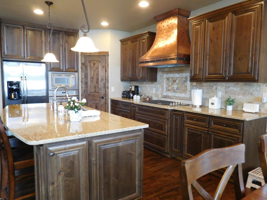 Fully equipped kitchen with service for 12