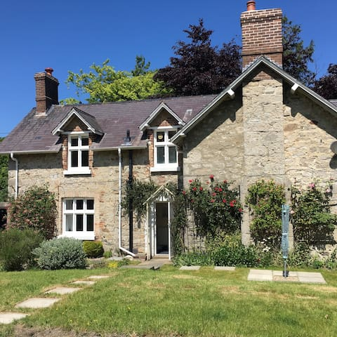 Secluded Country Cottage - Abergele