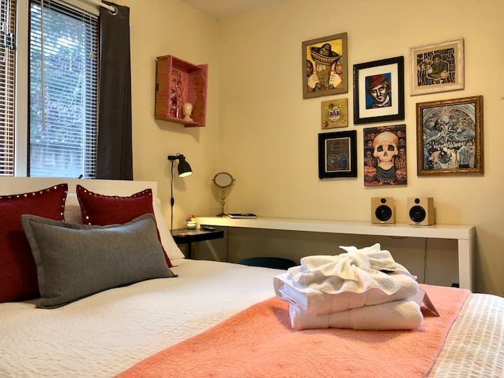 Mt. Tabor Artist Studio w/ Private Backyard & Spa!