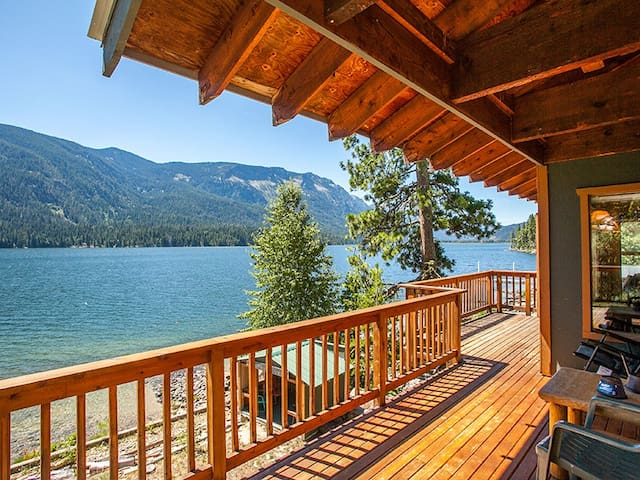 Relax at this Tranquil Lakefront Home