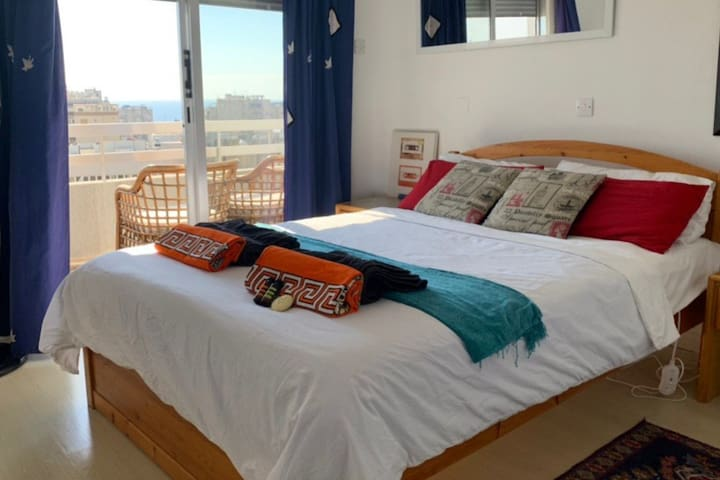 Beautiful Sea View room in Penthouse pvt balcony