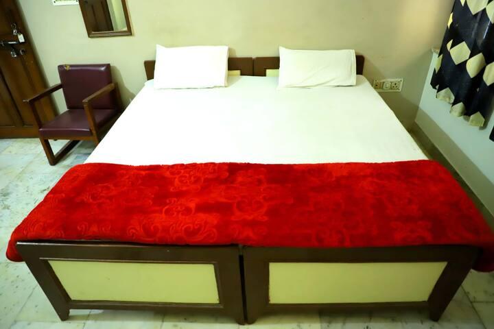 Double Bed nonAC in Shree Shree Radha Shyam Palace